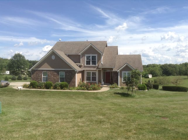 Country Retreat Near KCI Airport - Platte City - Casa
