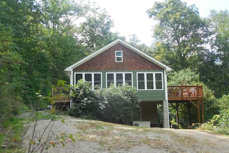 Sparrow's Nest Farm Cottage - Candler