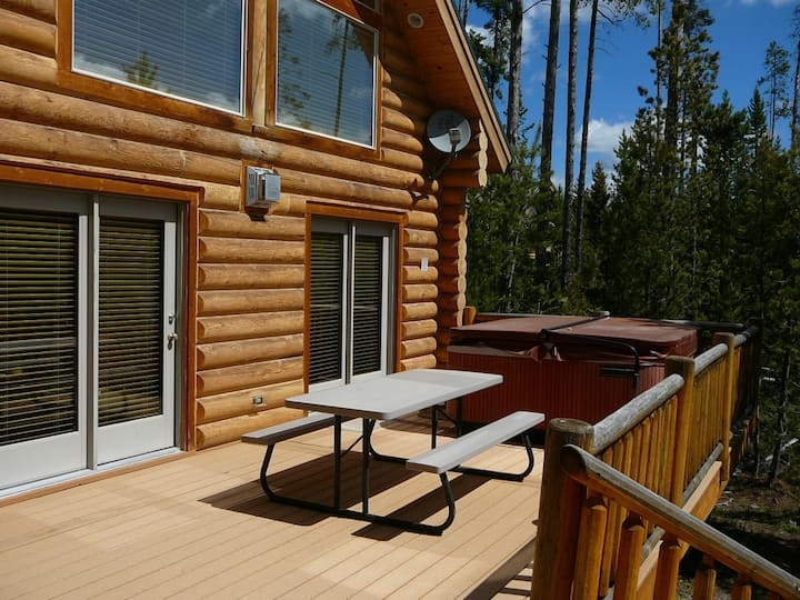 Four Bed, King Suite Log Cabin with Hot Tub
