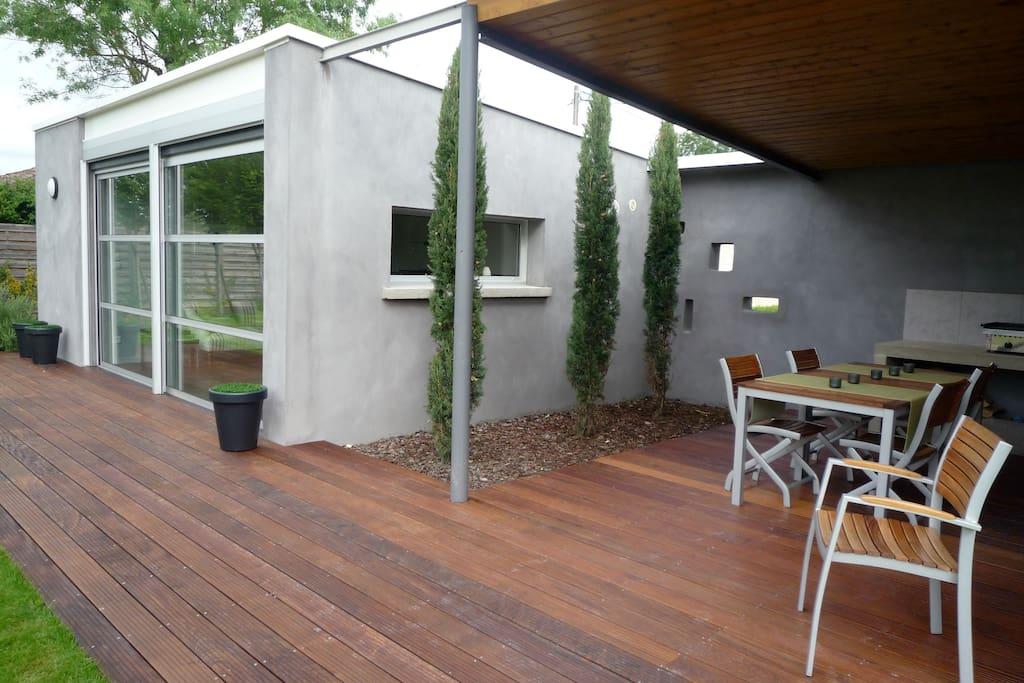 Terrasse équipée d'une Plancha