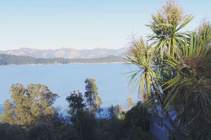 Kiwiana Bach overlooking the harbour - Charteris Bay - Domek parterowy