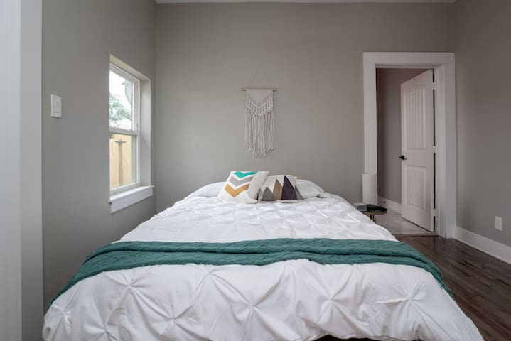 Newly Renovated Room in Oak Cliff