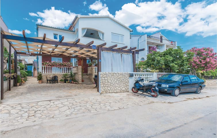 Holiday apartment with 3 bedrooms on 80m² in Biograd