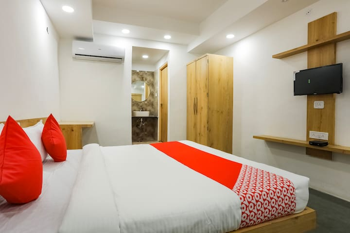 OYO Memorable 1 BR stay near Indore Zoo