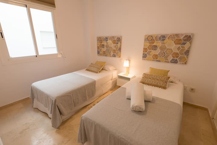 Guest bedroom, with two 90 x 200 cm beds
