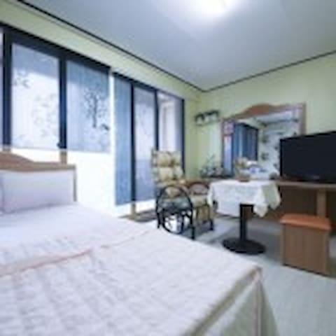 저렴하고 아담한 편안하게 쉴수있는  객실
