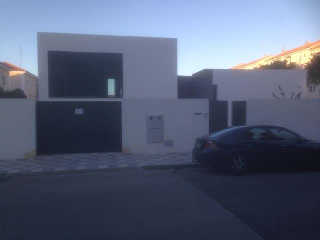 Habitaciones en chalet moderno en Albacete