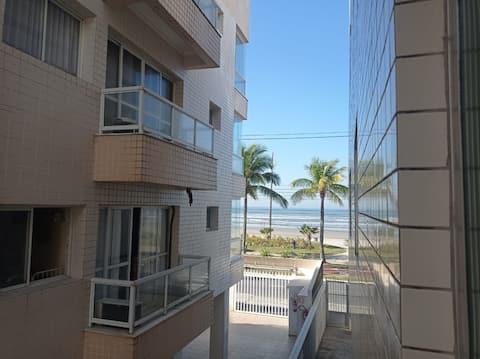 Kitnet em frente à praia no bairro Caiçara