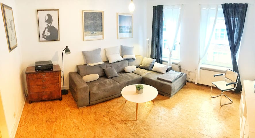 BRIGHT APARTMENT IN  THE MIDDLE OF KAROVIERTEL ;)