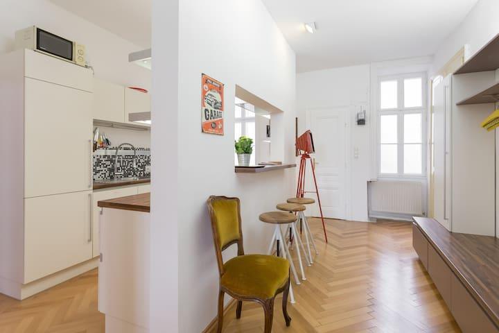 Big design flat near Schönbrunn, Meidling, U4/U6! - Vídeň