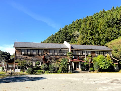 昭和レトロな学校に泊まる!1年1組 [2食付|シングル]校舎の宿