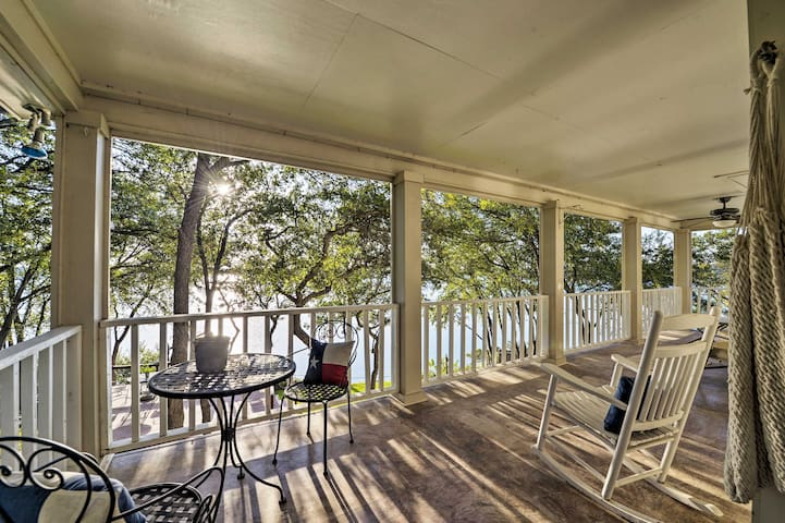 This vacation rental studio has a deck overlooking Belton Lake.