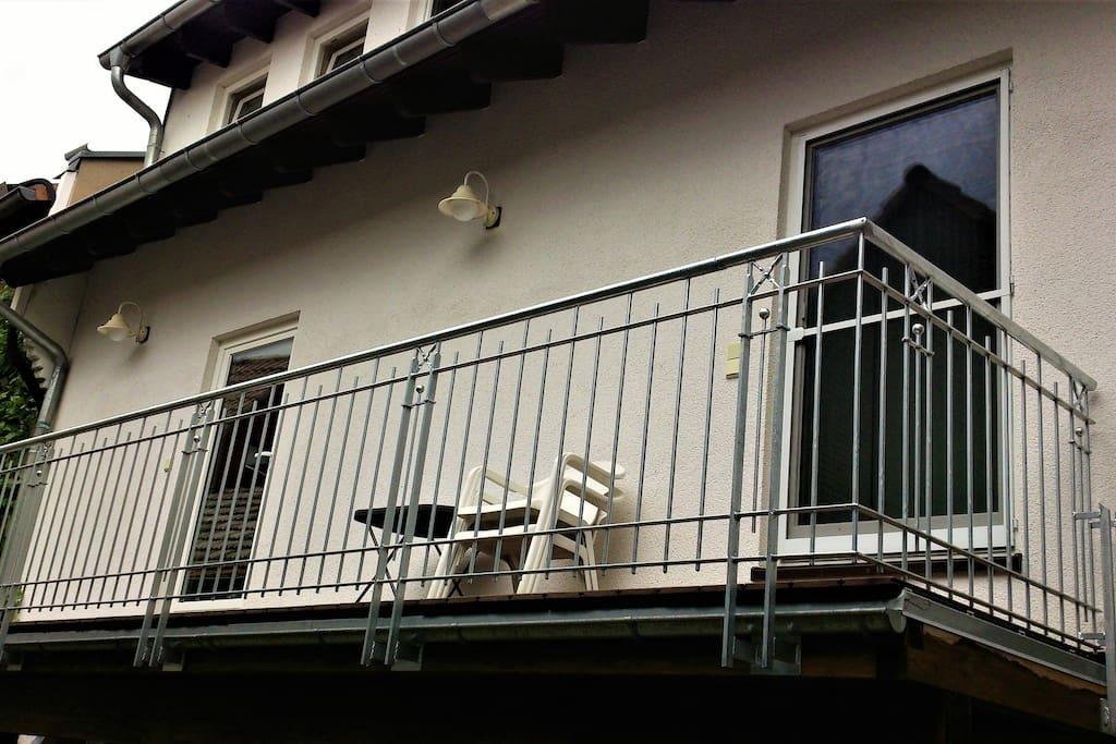 Ruhig im Innenhof gelegen die Ferienwohnung mit Zugang über den Balkon