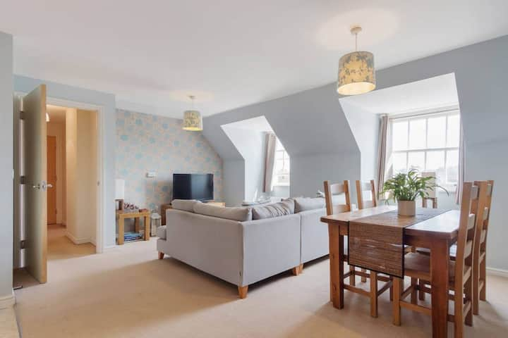 Lovely cosy flat with superb links to London