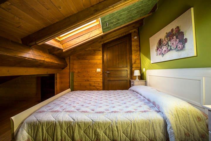 Camera matrimoniale con letto a scomparsa, piano superiore