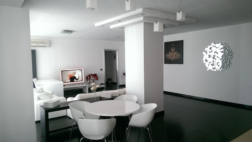Modern Apartment in French Village - București - Квартира
