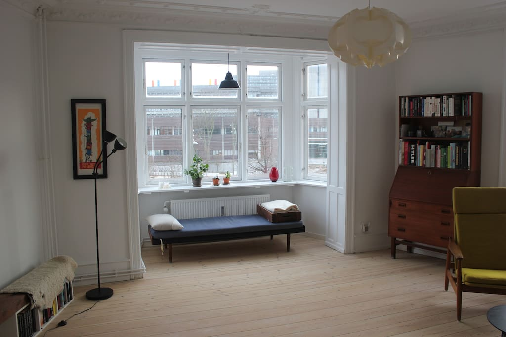 Living room - day bed in the bay window