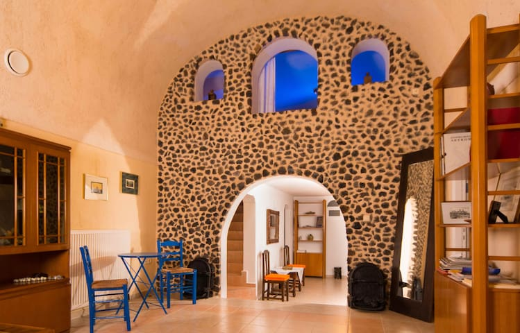 Three-Bedroom Restored Canava House - Mesaria - Rumah