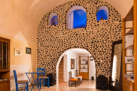 Three-Bedroom Restored Canava House - Mesaria