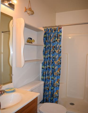 Private Bath off 2nd Bedroom (w/ Full & Twin Beds)