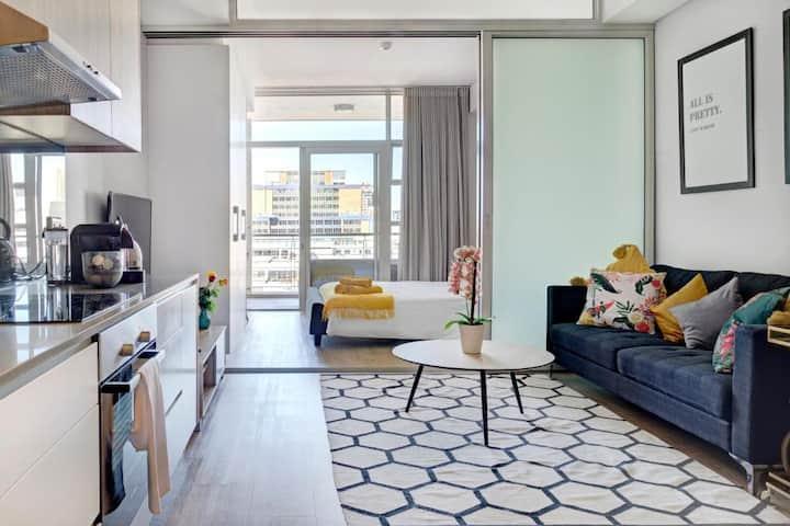 Luxury apartment,City,Ocean & Mountain views!
