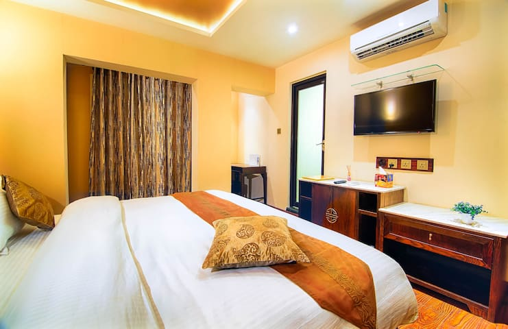 Fully serviced Pleasant room in a boutique hotel!
