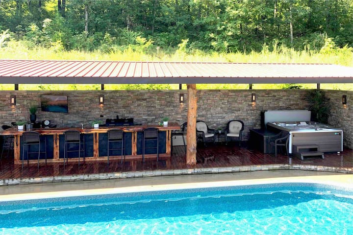 ++OMG!++Hilltop Retreat with  pool/hottub/tv/bar