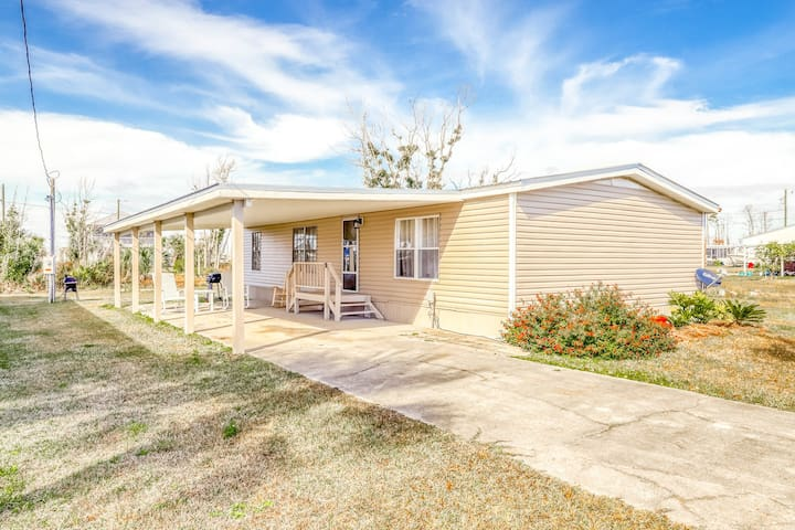 Gorgeous coastal private home, full kitchen, private yard, close to the beach!