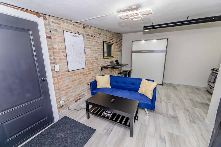 Downtown Industrial-Style Studio Apartment