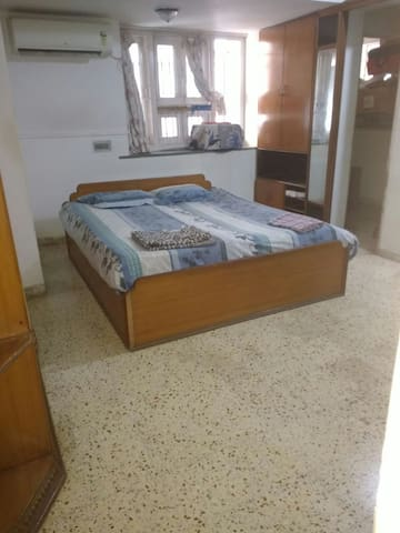 Air conditioned Separate big room - Gandhinagar - House