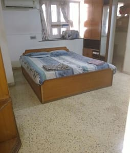 Air conditioned Separate big room - Gandhinagar - 獨棟