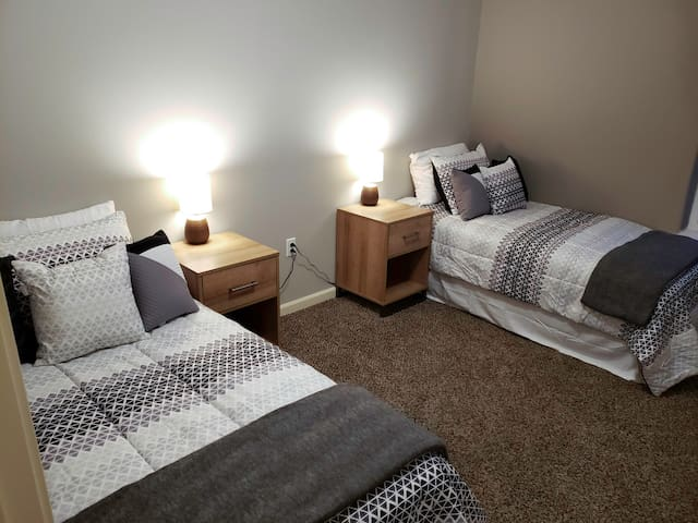 Bedroom 2 twin beds