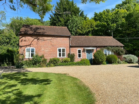 Stunning Stable Cottage, Wiltshire