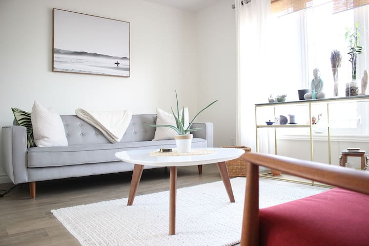 EXCLUSIVE-ZEN style retreat   +  free parking spot