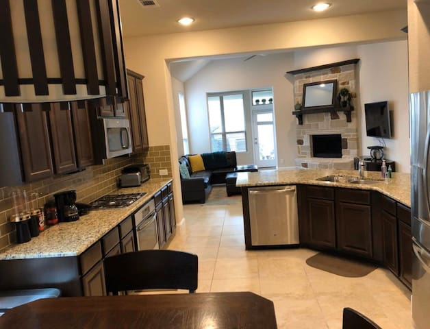 Cozy 2 Story Home 11 Bed Loaded W/ Home Theatre