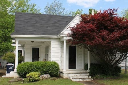 Cozy Ada Cottage- Minutes from Anywhere! ECU, Main