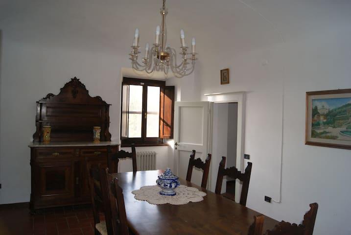 Fattoria Medicea borgo storico toscano