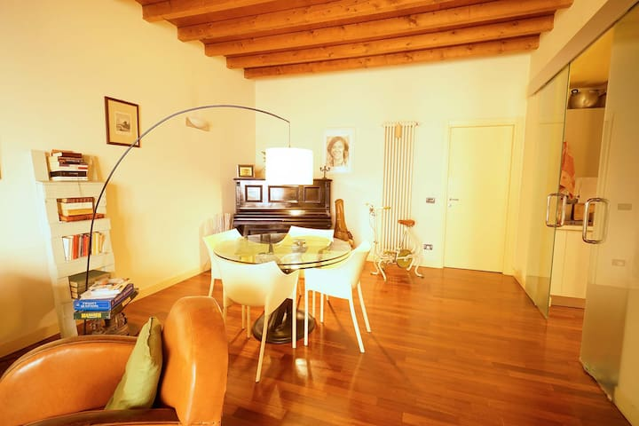 Emotional apartment in the historical centre - Brescia - Apartemen