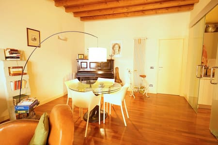 Emotional apartment in the historical centre - Brescia - 公寓