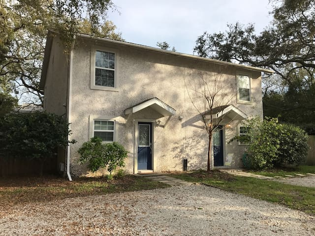 Charming Town Home #2 One Block from Beach - Saint Simons Island - Dom
