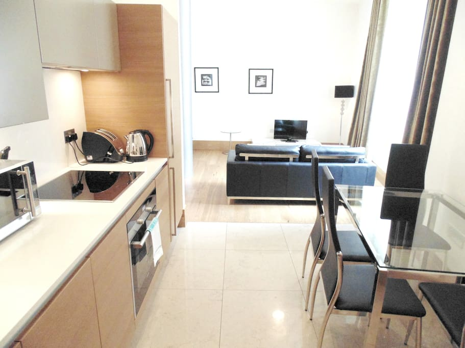 Kitchen, Dining Area & Lounge