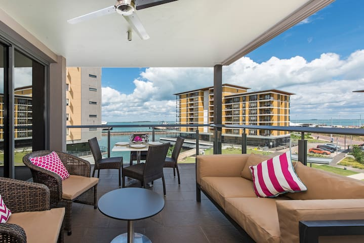 Darwin Waterfront Lux Suites 2 Bed & CAR - Sleeps4