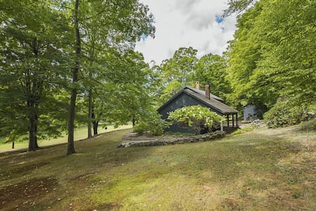 Charming farmhouse on private 160 acre vineyard - Newtown - Haus