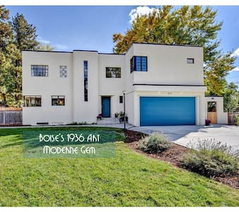 NEWLY Remodeled! TOTAL Privacy in Art Deco Gem