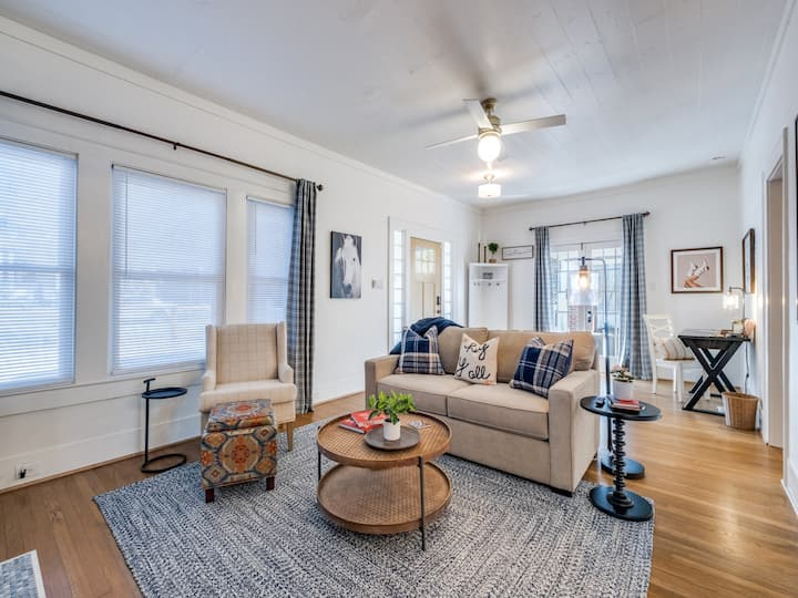 Cozy Corporate Rental - Minutes to Downtown!