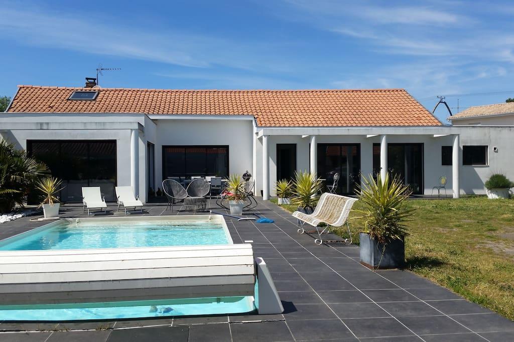 Grande villa de standing avec piscine chauff e villas for Cash piscine la teste