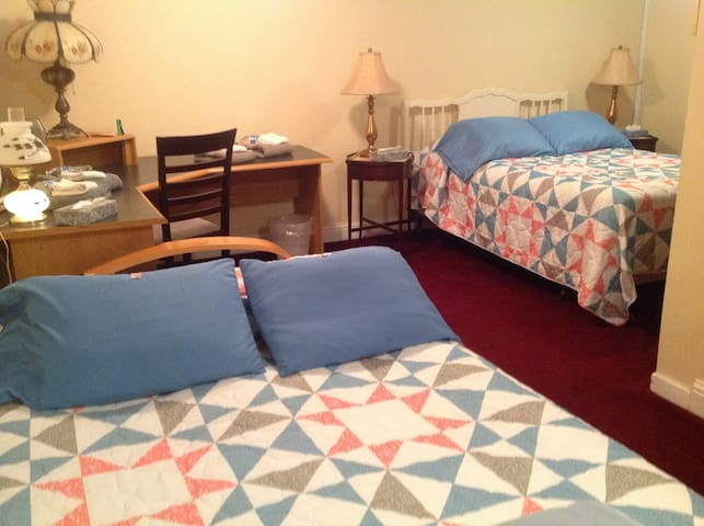 SUITE SLEEPS UP TO 10 Easy Downtown LGBTQ friendly - Portland - House