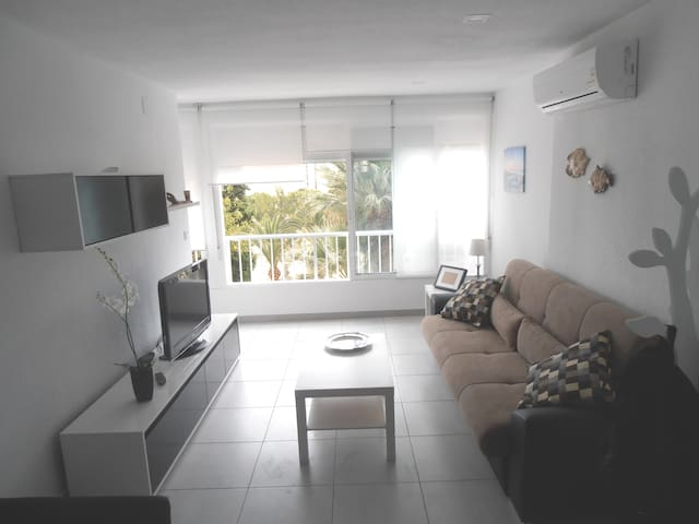 COZY AND ELEGANT APARTMENT ON THE BEACH, WIFI