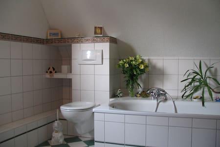 ruhiges, helles, gemütliches Zimmer für Zwei - Moers - House