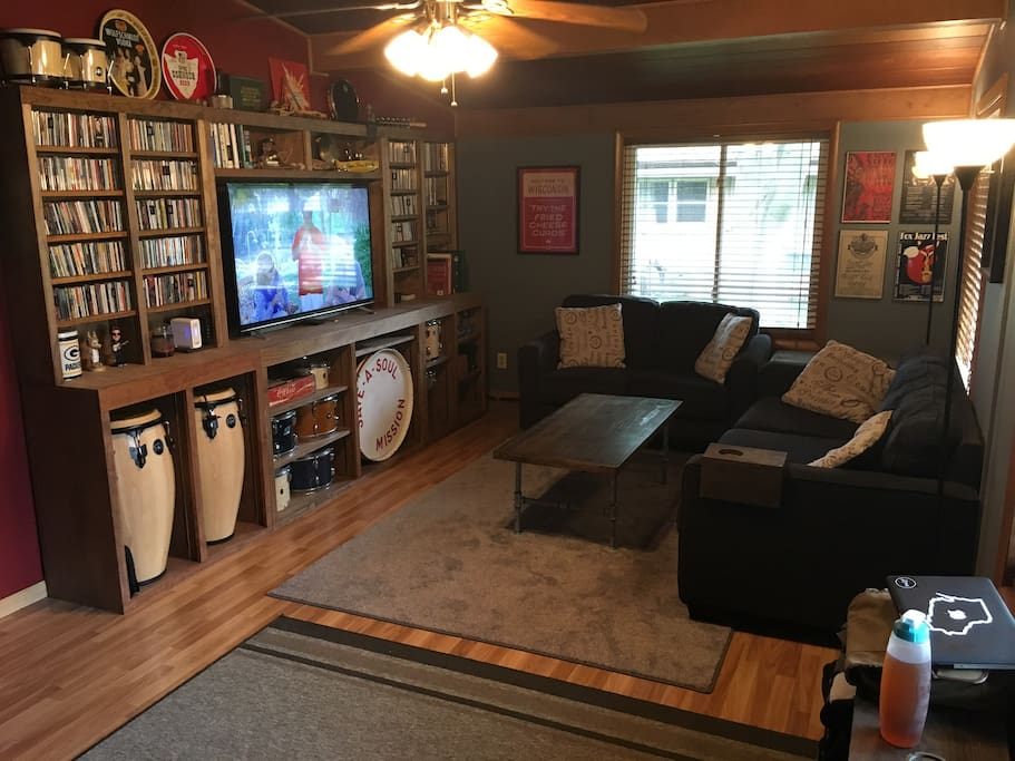 """Living room (55"""" 4K TV, 2 couches, fan)"""